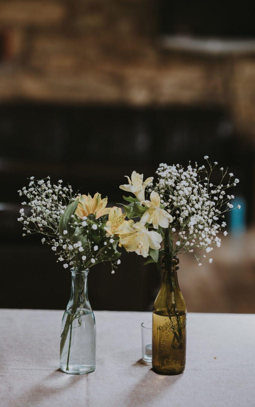 botella de cristal con flores
