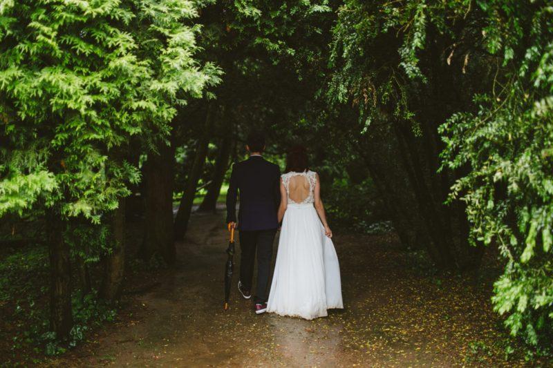 celebración de boda en el bosque