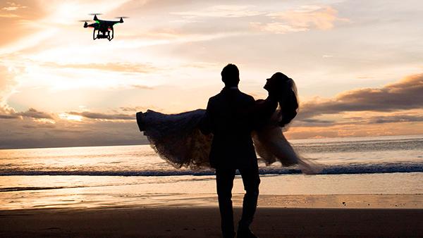 Sugerencia de cómo sería una boda con aportaciones tecnológicas. Foto de: comotufamilia.com