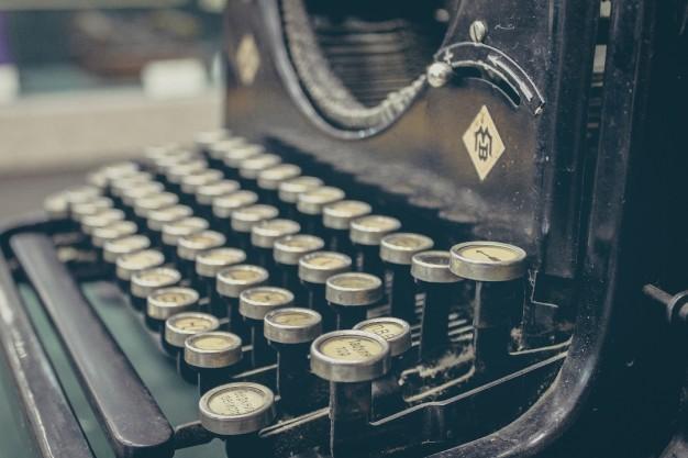 teclas-de-maquina-de-escribir-antiguas_426-19314856